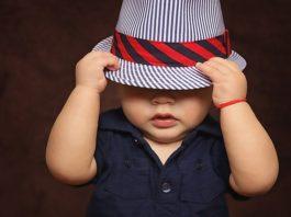 Niño pequeño con sombrero