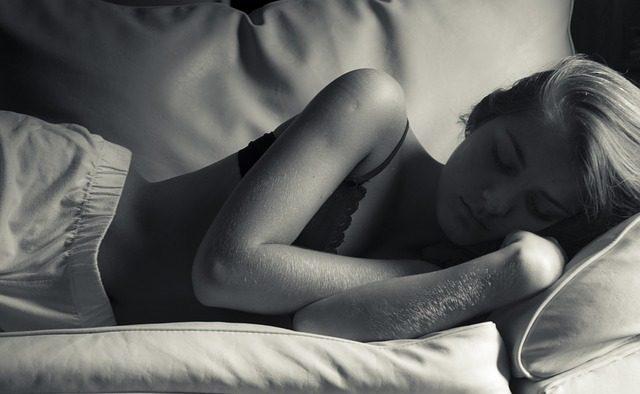 puedo-sufrir-un-ataque-de-panico-mientras-duermo